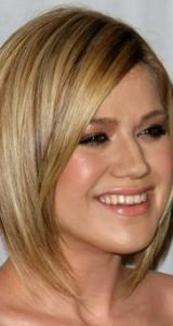 Kelly Clarkson round face shape hairstyles